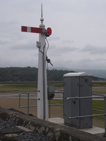 File:Signal controlloing section entry 20150613.JPG